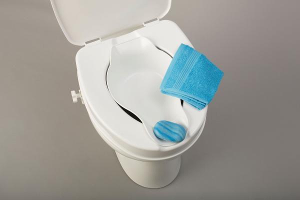 Toilettensitzerhöhung mit Deckel und Bidet